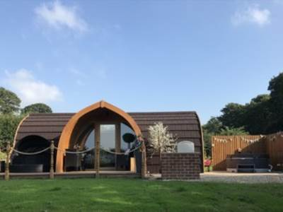 Buttercup Luxury Glamping Pod with hot tub