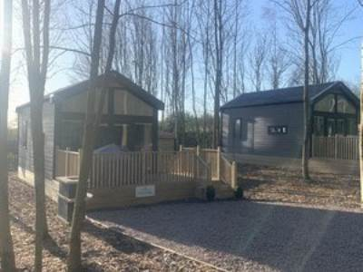 Premium Holiday Lodges with Hot Tub - Sleeps 6