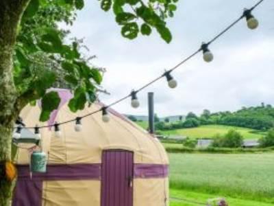 Wheat yurt at Wye Glamping - private facilities