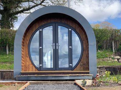 Irfon - Luxury Timber Pod with Hot Tub