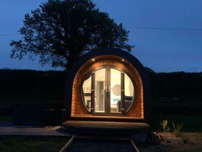 Irfon - Luxury Timber Pod with Hot Tub