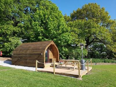 Foxhole Glamping Pod at Welltrough Hall Farm