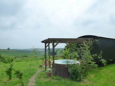 The Forager Shepherd's hut - hot tub available