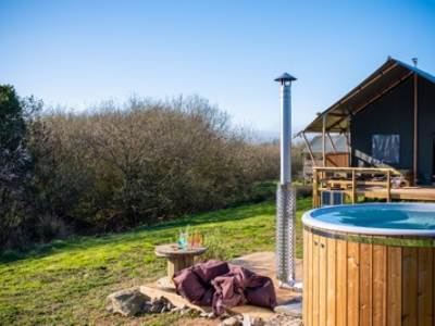 Owl Lodge hot tub glamping at Sloeberry Farm